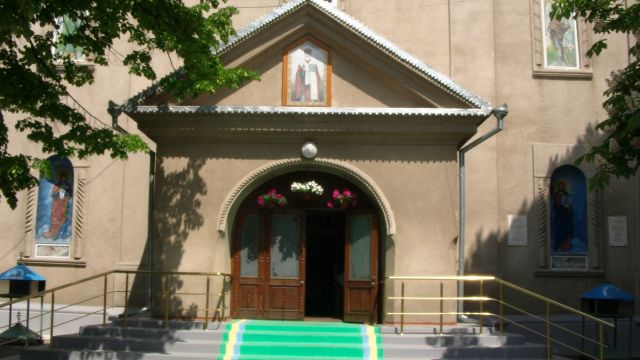 Saint Nicholas Cathedral - The entrance