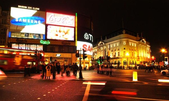 Picadilly Circus- an excellent place to spend an evening - Colorful touristic center