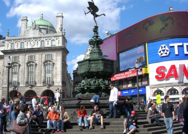 Picadilly Circus- an excellent place to spend an evening - The Shaftesbury Memorial
