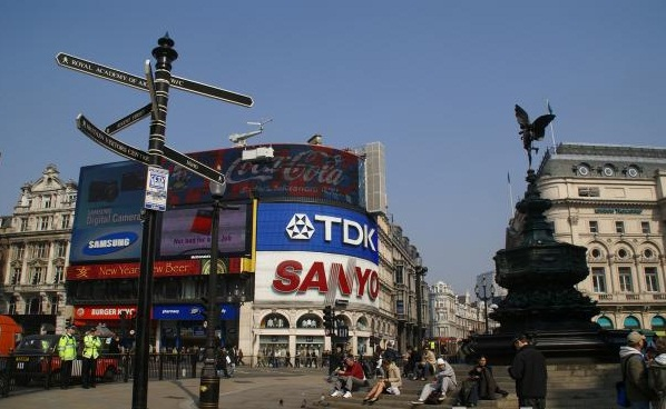 Picadilly Circus- an excellent place to spend an evening -