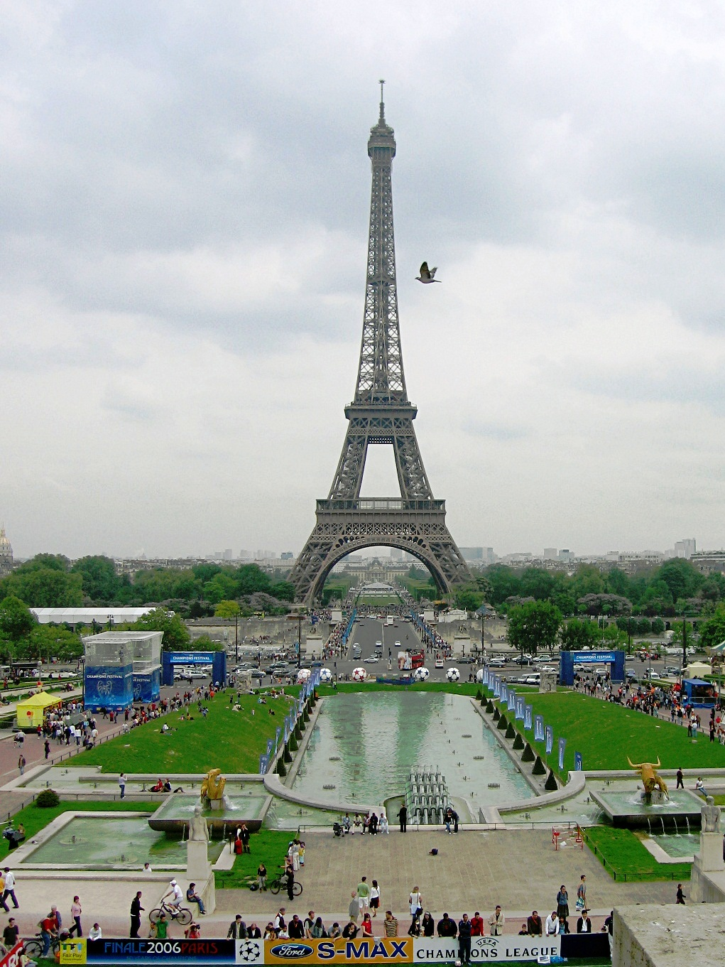 Images the eiffel tower superb attraction 12767 for Places to stay near eiffel tower