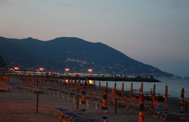 Alassio Beach - The beach by night