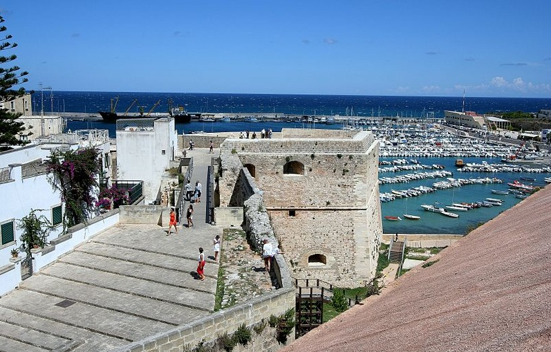 Otranto beach - The harbor view