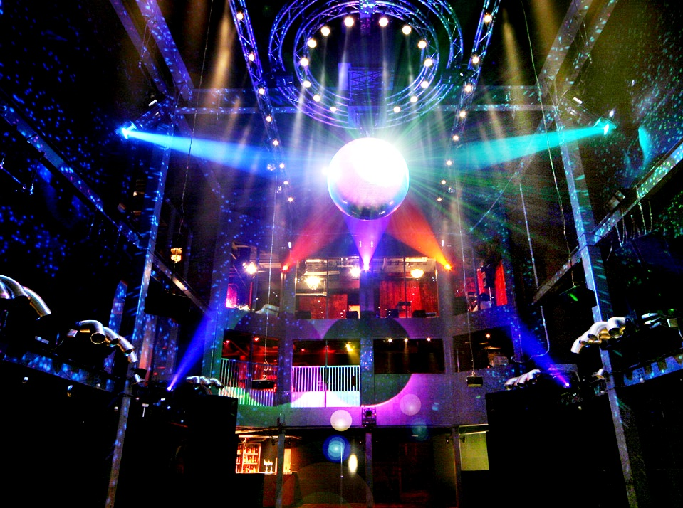 Womb tokyo the most legendry club in the world the for Disco night club