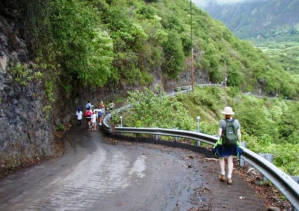 Waipio Valley Road - Exceptional view