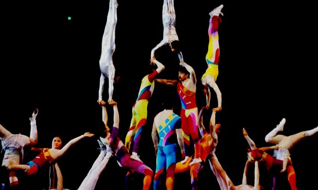 Heavenly show from China  – the most amazing circus - Chinese acrobatic troupe