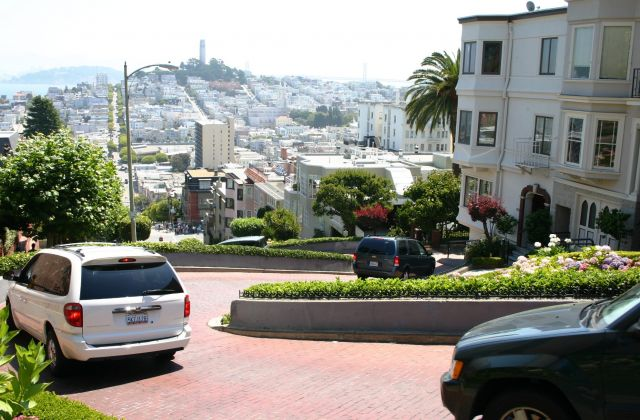 The Lombard Street  - A column of cars
