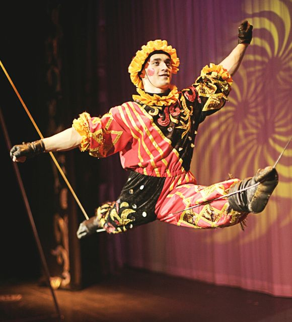 The Great Moscow Circus- the best attraction in the world - A funny equilibrist