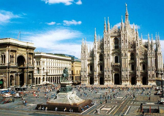 Milan Cathedral - Cathedral square