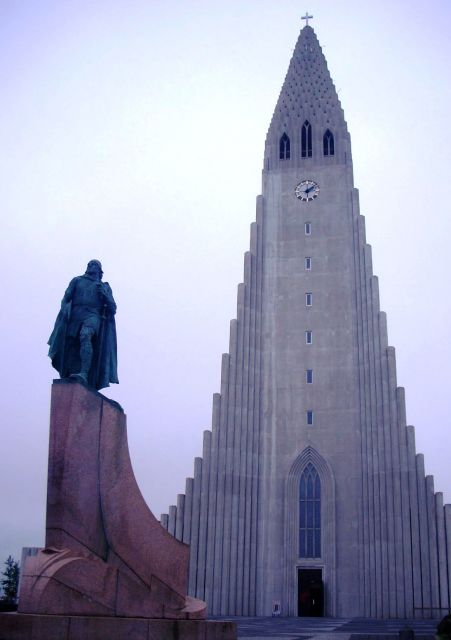 The Church of Hallgrimur - The statue of Leif Erickson