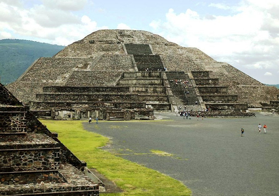 The Pyramid of the Moon - Amazing structure