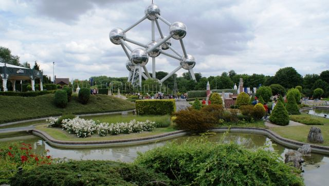 The Atomium - Majestic statue
