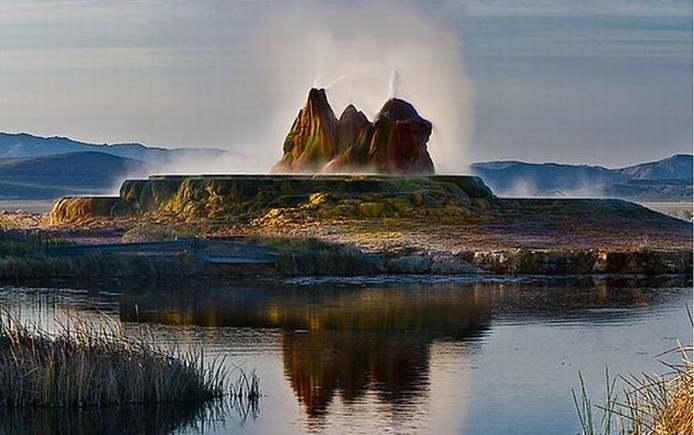 The Fly Geyser, Nevada, U.S.A. - The geyser at sunset