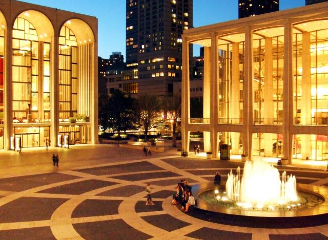 Wondrous The Metropolitan Opera House Of New York The Best Theatres Home Interior And Landscaping Analalmasignezvosmurscom