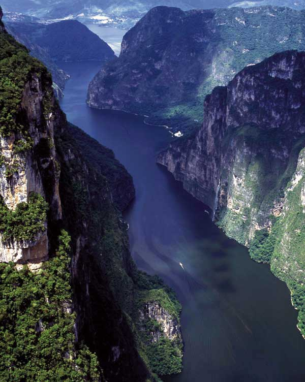 Sumidero Canyon in Mexic - Grijalva river