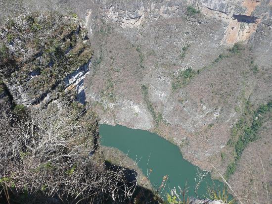 Sumidero Canyon in Mexic - Sumidero Canyon aerial view
