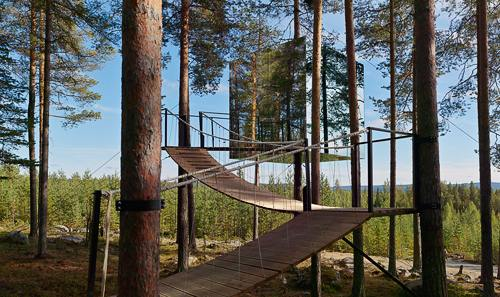 tree hotel sweden the most unusual hotels in trees in the world. Black Bedroom Furniture Sets. Home Design Ideas