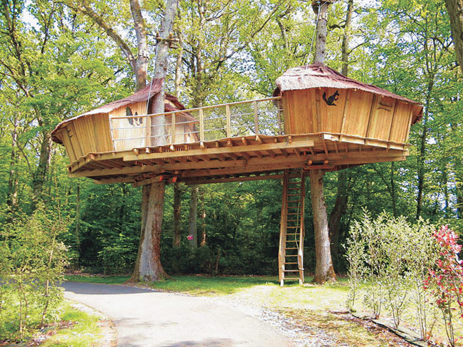 Keycamp 39 s tree house france the most unusual hotels in for Tree house deck plans