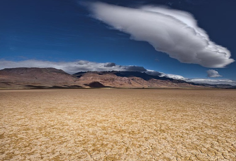 http://www.bestourism.com/img/items/big/7936/The-Great-Basin-Desert_Sandy-vast-plains_14755.jpg