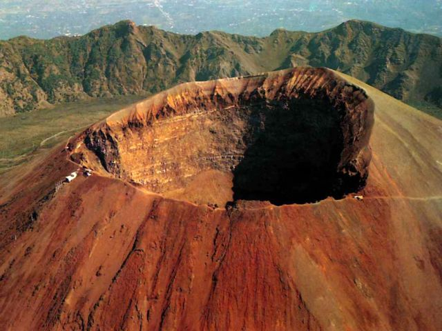 Vesuvius - Huge main crater