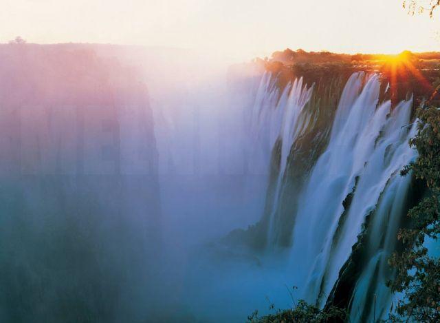 Victoria Falls Figures Victoria Falls Huge Cloud of