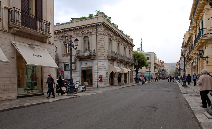 Reggio di Calabria - Long and straight street
