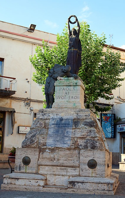 Paola - Monument of the town