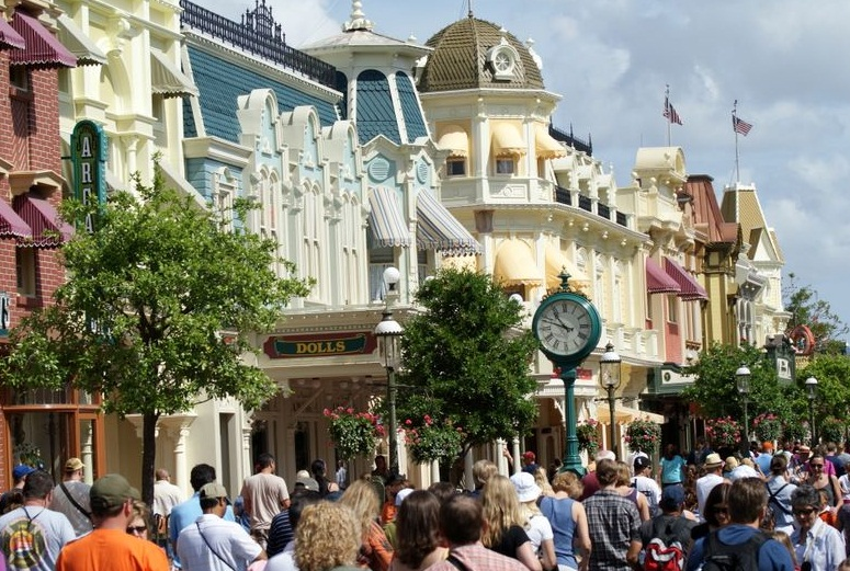 Disneyland in Orlando - One of the busiest streets in the park