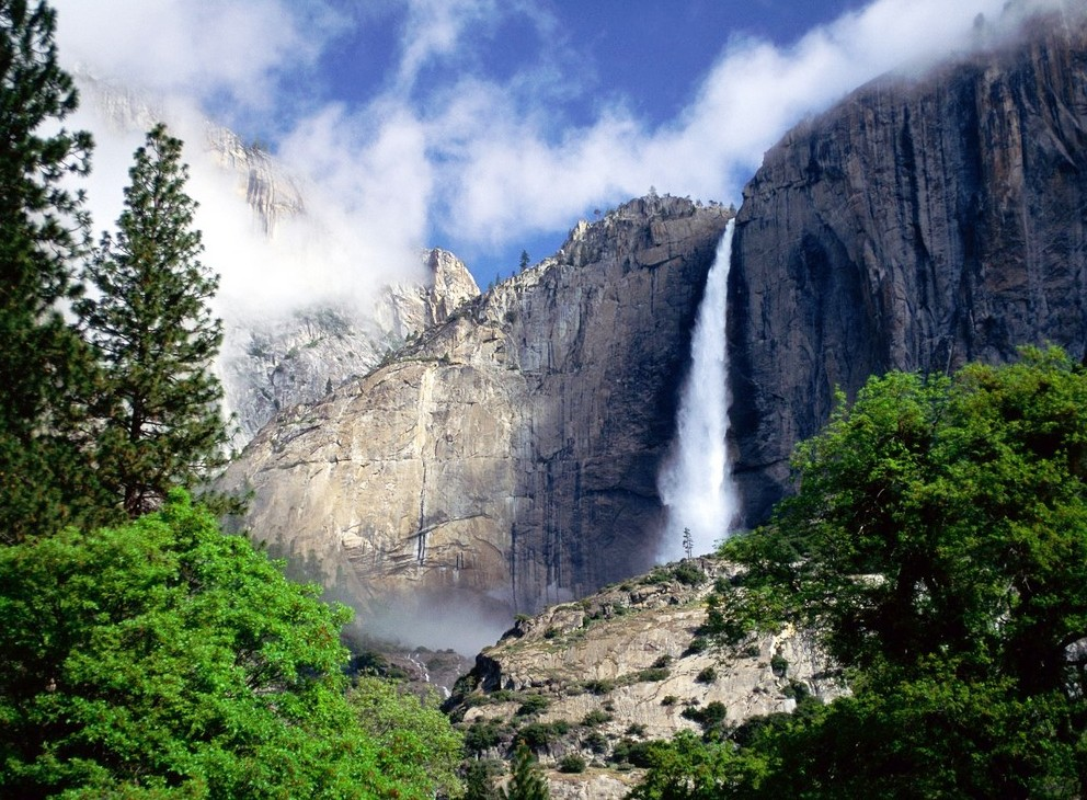 Yosemite National Park - Beautiful waterfall