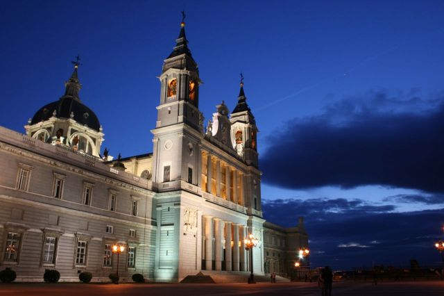 Almudena Cathedral - Almudena Cathedral view by night