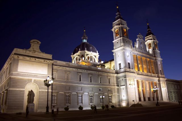 Almudena Cathedral - Night view