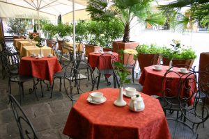 Cafe Le Lodge in Chianti region