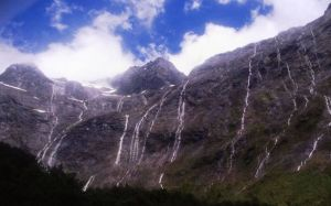 Milford Road-spectacular road in New Zealand